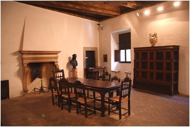 Urbino, interno della casa di Raffaello