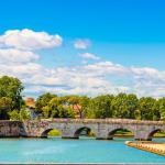 fiume marecchia e ponte di tiberio a Rimini