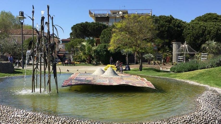"""Fontana """"il Tappeto Sospeso"""" a Cervia"""