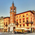 Piazza tre Martiri a Rimini durante il tramonto