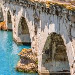 vista laterale del ponte di tiberio
