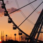 Tramonto a Rimini sul molo di Levante con la Ruota Panoramica