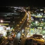 vista dal alto della ruota panoramica di Rimini di sera
