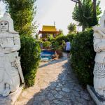 Percorso con statue a Fiabilandia
